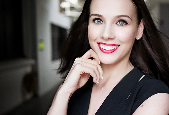 The @lizaonair Make-up Look