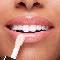 Rendu sur bouche Huile Confort Lèvres blanche